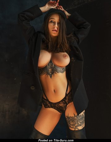 Superb Babe with Superb Exposed Natural Medium Chest (Hd Xxx Image)