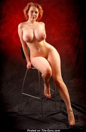 Изображение. Фотография шикарной голой тёлки с большими сиськами