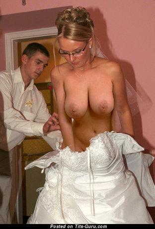 Elegant Bride with Elegant Exposed Real Tittes (Sexual Pix)