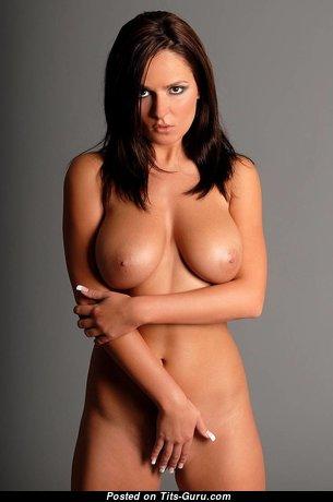 Fine Topless Brunette Babe with Fine Nude Ddd Size Titties (Hd Xxx Foto)