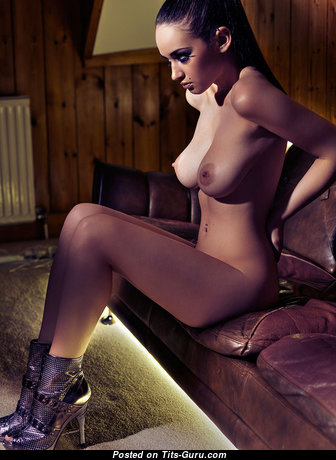Appealing Babe with Exquisite Bald Real Soft Titty (Sex Photo)