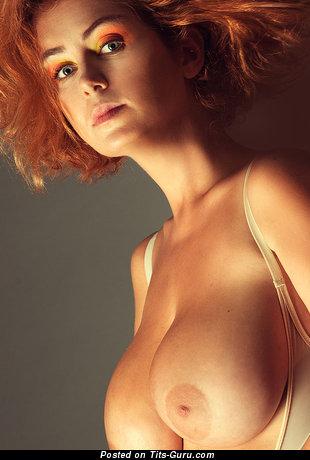 Pleasing Naked Floozy (Porn Foto)