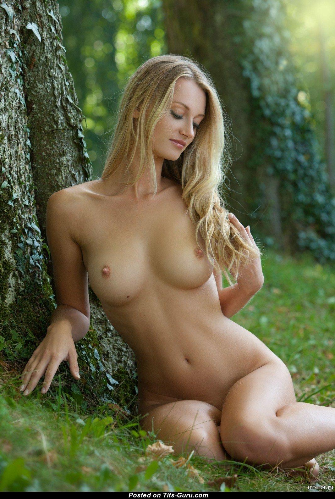 Молодые голые красотки полезная