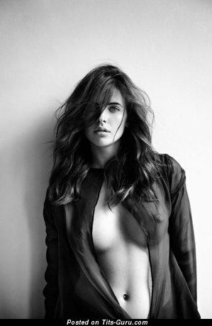 Изображение. Фотография офигенной обнажённой тёлки с среднего размера грудью