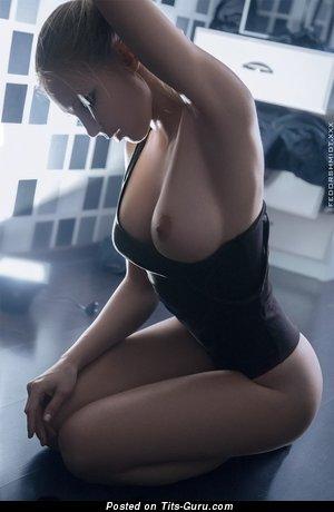 Изображение. Фото шикарной голой женщины с большими сиськами