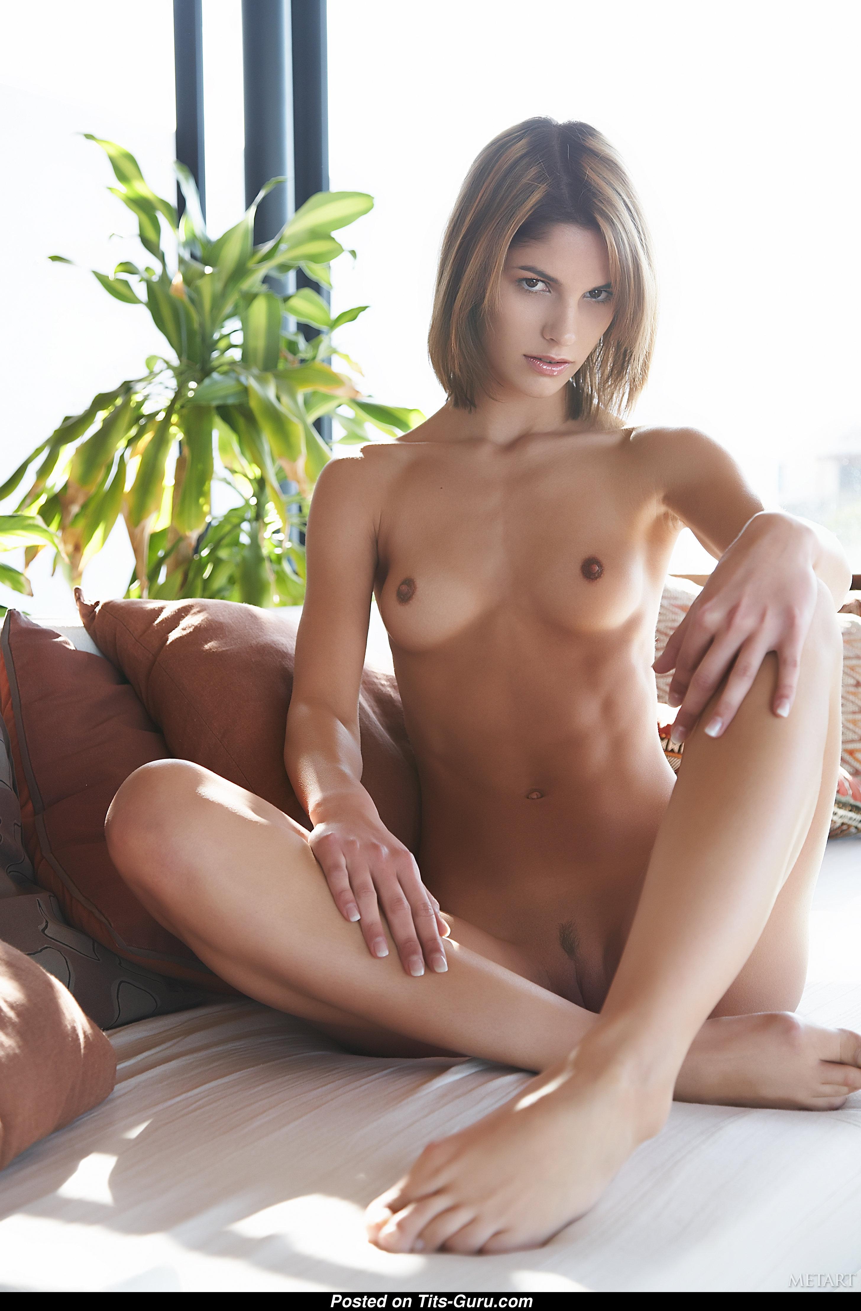Ххх фото очень плоская грудь, трансы с большими задницами и членами