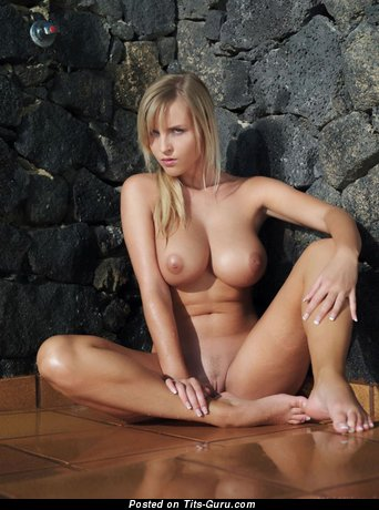 Handsome Gal with Handsome Naked Big Sized Boobys (18+ Photo)