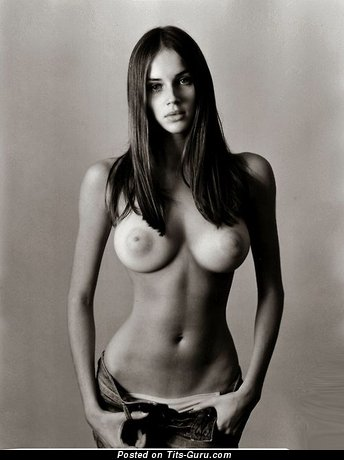 Naked brunette with medium natural boobies pic