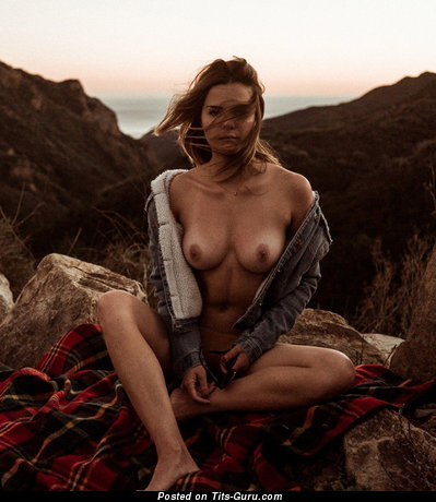 Image. Naked beautiful lady with natural breast pic