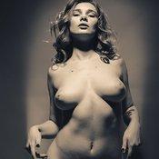Pretty Babe with Pretty Nude Real Mid Size Boob (Porn Pix)