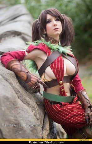 Изображение. Изображение сексуальной голой леди с силиконовой грудью