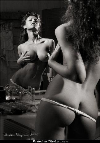 Изображение. Фотография шикарной обнажённой леди с большими натуральными дойками