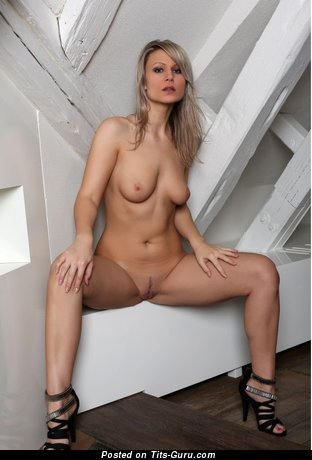 Image. Nude amazing lady with natural tittes picture
