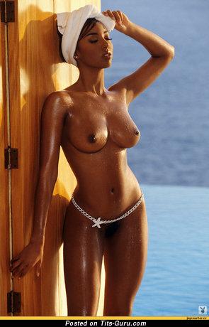 Изображение. Фото сексуальной раздетой женщины с большими сисечками