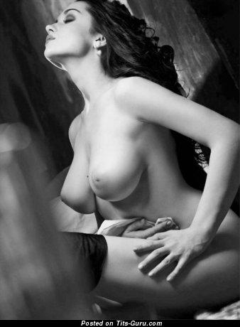 Любовница с крутой голой большой грудью (ню картинка)