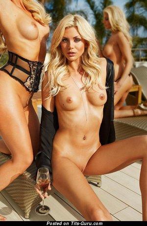 Изображение. Картинка шикарной обнажённой девахи с натуральной грудью