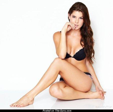 Amanda Cerny - wet nude hot girl with medium tittys pic
