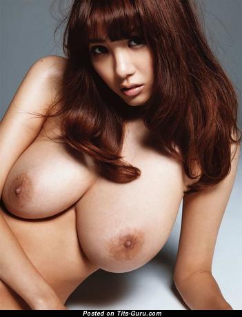 Shion Utsunomiya - фото офигенной брюнетки азиатки топлесс с большими натуральными дойками, большими сосками