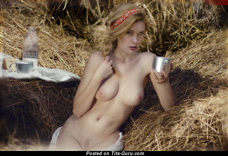 Image. Nude hot woman with natural tits image