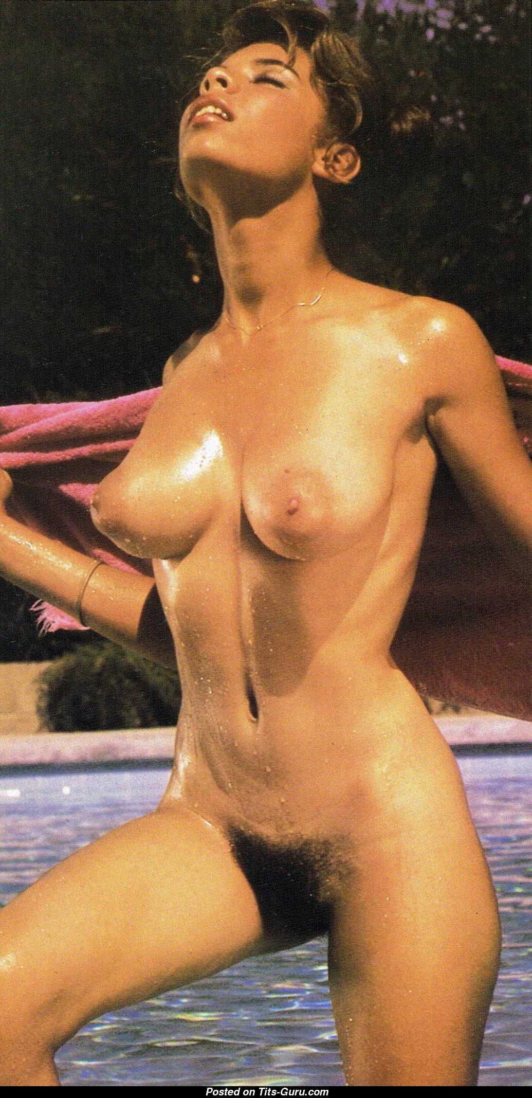 Chicas calientes desnudas usando esparcidor