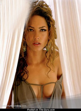 Barbara Mori - Perfect Uruguayan, Mexican Red Hair Actress with Perfect Nude Real Short Chest (Sexual Foto)