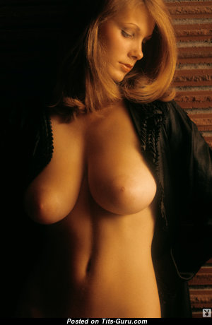 Amazing Naked Babe with Big Nipples (Sexual Photoshoot)