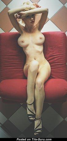 Alluring Babe with Alluring Nude Medium Boob (Hd Xxx Pix)