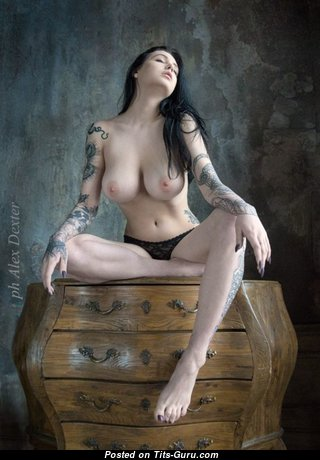Magnificent Naked Babe (Sexual Image)