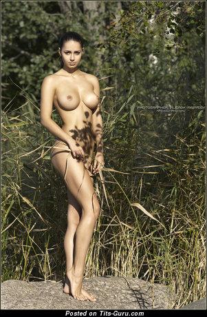 Изображение. Фотка невероятной обнажённой девахи
