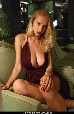 Natasha Legeyda - фото невероятной раздетой блондинки с большими натуральными сиськами, пирсингом и тату
