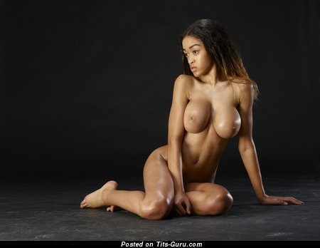 Tyra - naked beautiful woman with big tittys photo