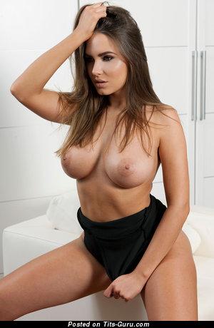 Изображение. Sabine Jemeljanova - фото умопомрачительной раздетой девушки с средними натуральными дойками