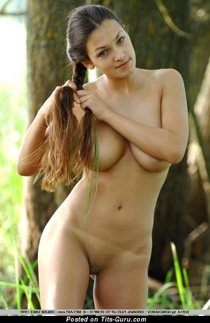 Alluring Babe with Alluring Bare Real Med Boobs (Sex Image)