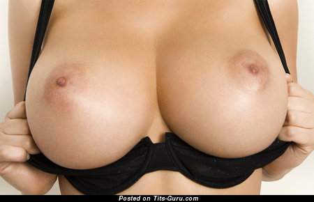 The Nicest Doxy with The Nicest Defenseless H Size Melons (Xxx Foto)