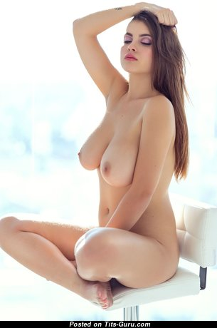 Sweet Babe with Sweet Exposed Natural Medium Boobys (Hd Xxx Image)