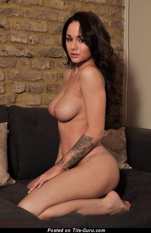 Изображение. Mica Martinez - изображение умопомрачительной обнажённой женщины с натуральными сиськами