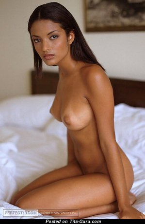 Aline Mates - Awesome Gal with Awesome Bare Natural Med Busts (Sex Photo)