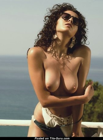 Graceful Babe with Graceful Nude Natural Medium Chest (Porn Picture)