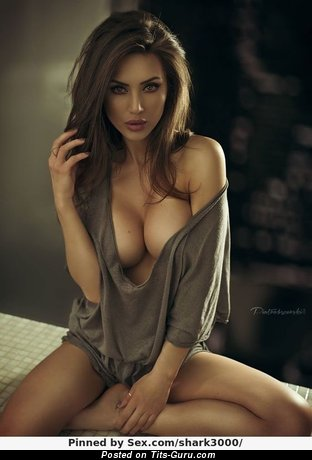 Nude brunette with big natural tittys and big nipples image