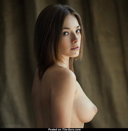 Alluring Nude Babe (Porn Image)