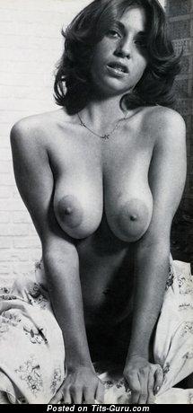 Изображение. Linda Gordon Aka Stephanie Platt - картинка красивой голой модели с среднего размера натуральной грудью