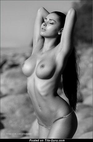 Cute Naked Gal (18+ Wallpaper)
