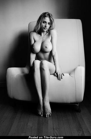 Фотография восхитительной голой блондинки