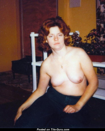 Chris - Grand Topless Red Hair Wife, Mom, Housewife & Babe with Large Nipples (Amateur Hd 18+ Foto)