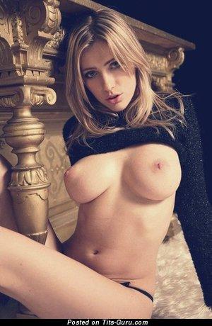 Изображение. Картинка горячей обнажённой девахи