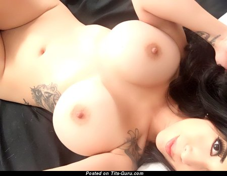 Vee Von Sweets - Charming American Brunette Pornstar with Charming Exposed Normal Tit & Tattoo (Selfie Hd 18+ Photo)