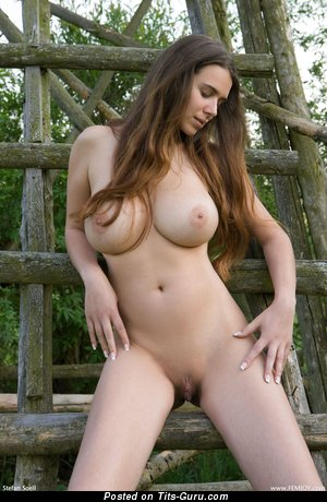 Anita Queen - naked wonderful female with big tittys photo