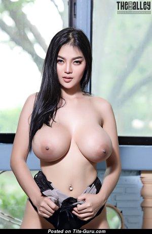 Feii Orapun - Elegant Nude Asian Gal (Hd Porn Picture)