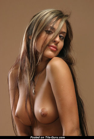 Stunning Topless Babe with Stunning Nude Microscopic Titties & Pointy Nipples (Hd Sex Pic)