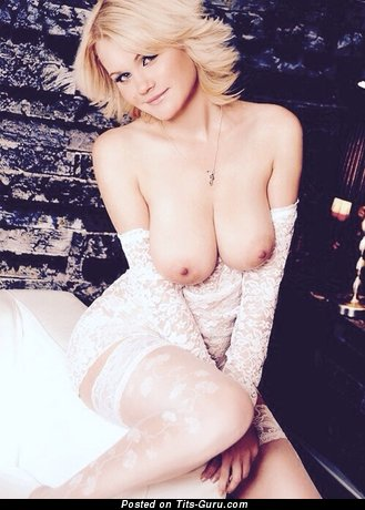 Nice Blonde Babe with Nice Bare Natural Mid Size Tittys (Xxx Picture)